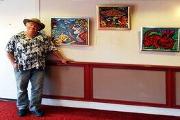 Fabrice schildert bij Artists aan Zee III