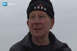 """Boet struint al 70 jaar over het strand: """"Het geeft een bepaalde kick"""""""